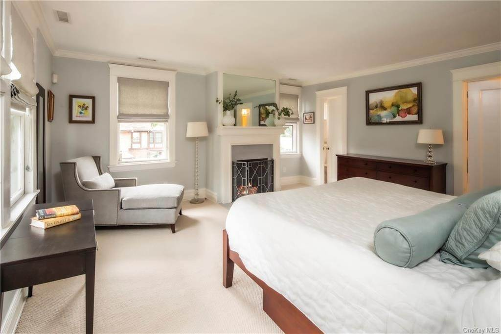 21. Single Family Home for Sale at 119 White Plains Road Bronxville, New York, 10708 United States