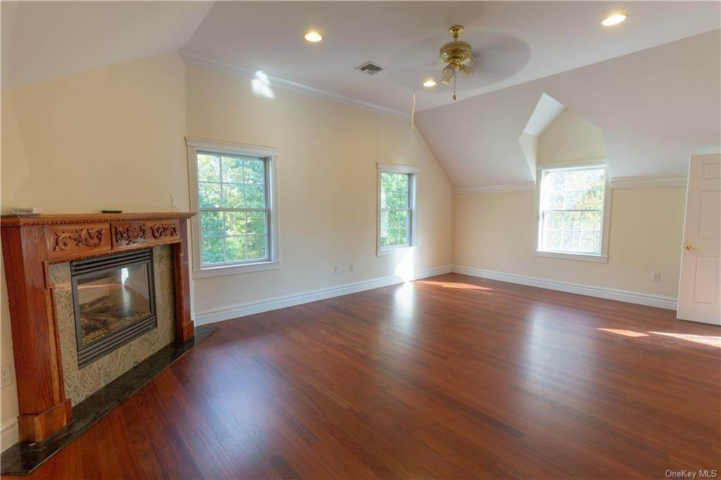 21. Single Family Home for Sale at 51 Juniper Terrace Tuxedo Park, New York, 10987 United States