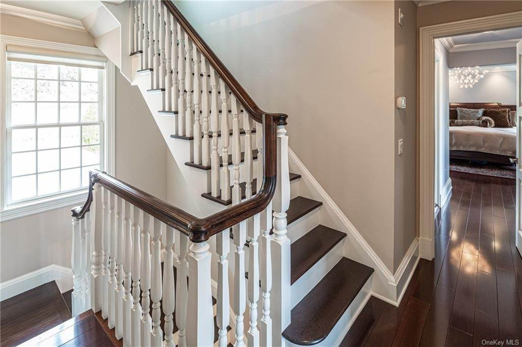 21. Single Family Home for Sale at 1 Woodland Avenue Bronxville, New York, 10708 United States