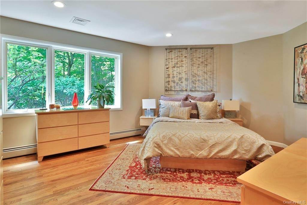 21. Single Family Home for Sale at 7 Sky Drive New City, New York, 10956 United States