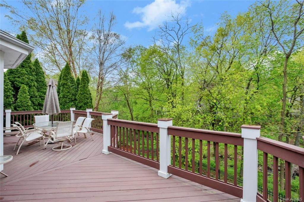 21. Single Family Home for Sale at 5 Stone Falls Court Rye Brook, New York, 10573 United States