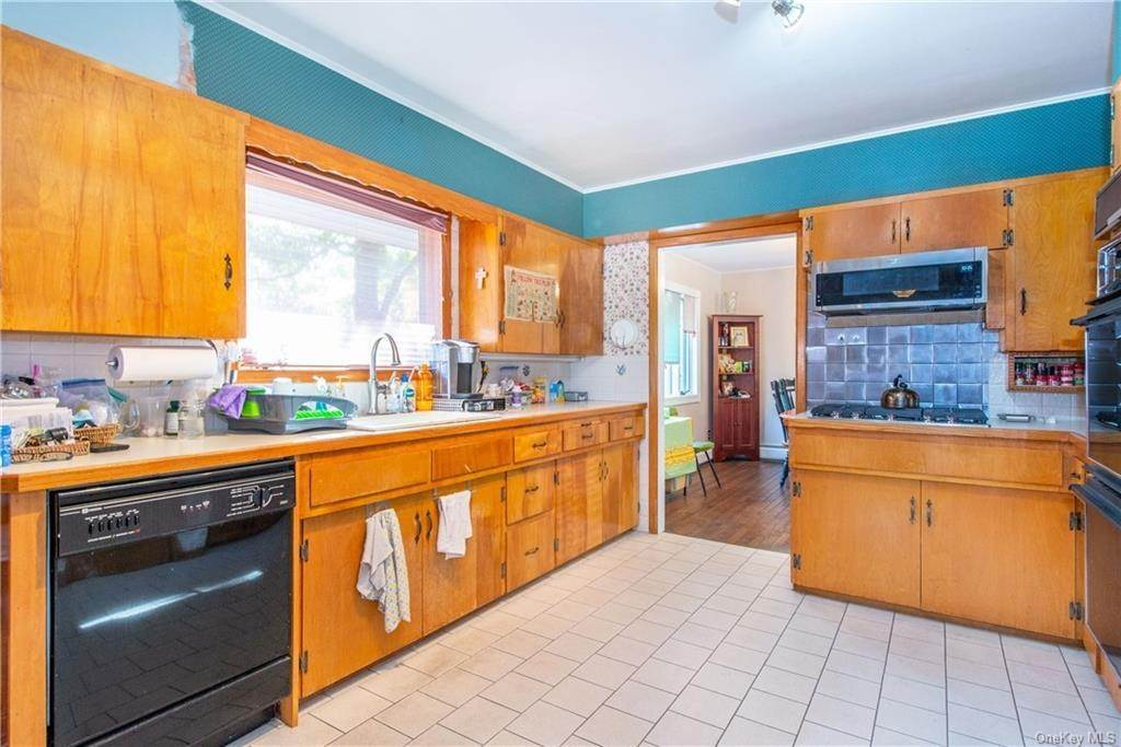 21. Single Family Home for Sale at 200 Jersey Avenue Greenwood Lake, New York, 10925 United States