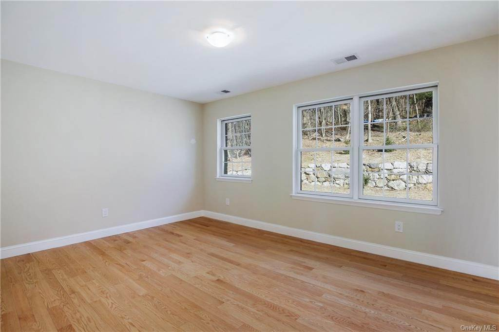 21. Single Family Home for Sale at 223 Sprain Road Scarsdale, New York, 10583 United States