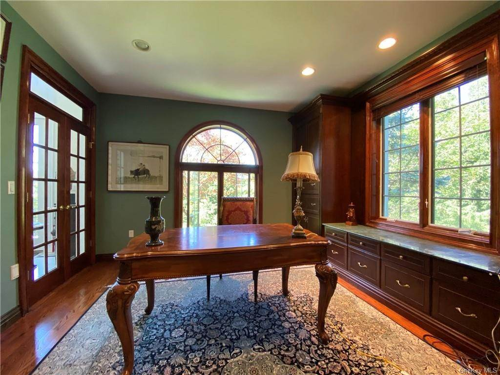 21. Single Family Home for Sale at 29 Helmstown Court Tuxedo Park, New York, 10987 United States