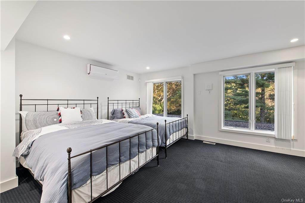 22. Single Family Home for Sale at 10 Beech Hill Lane Pound Ridge, New York, 10576 United States