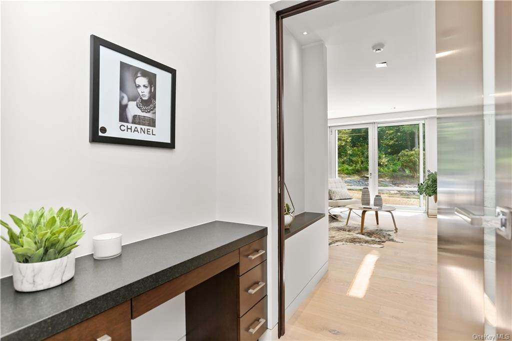 22. Single Family Home for Sale at 862 Fenimore Road Larchmont, New York, 10538 United States