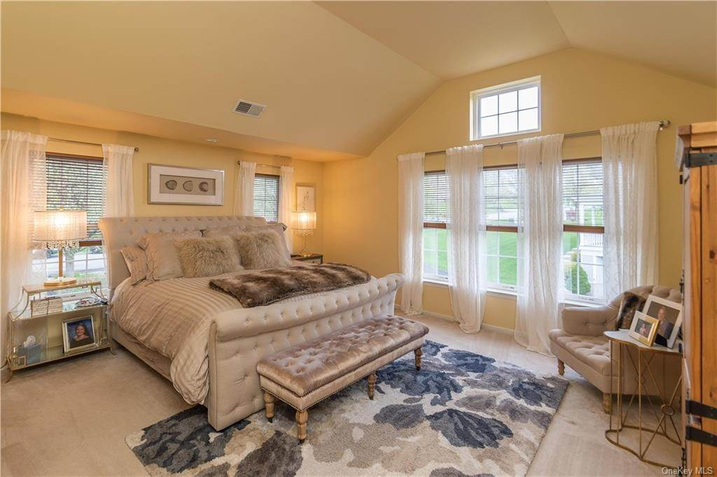 22. Single Family Home for Sale at 16 Heather Ridge Highland Mills, New York, 10930 United States