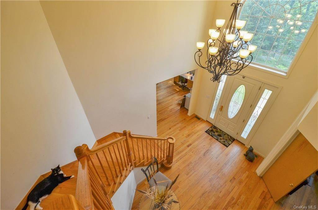 22. Single Family Home for Sale at 155 Alexander Road Monroe, New York, 10950 United States