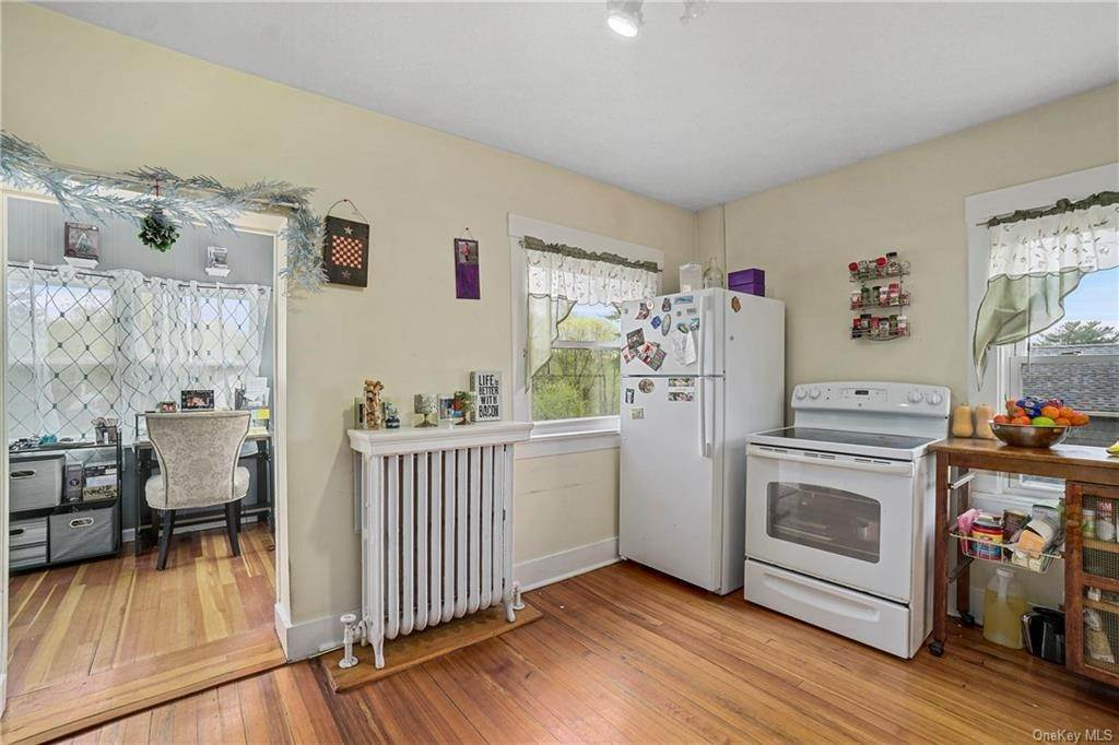 22. Single Family Home for Sale at 1501 Hudson Avenue Peekskill, New York, 10566 United States