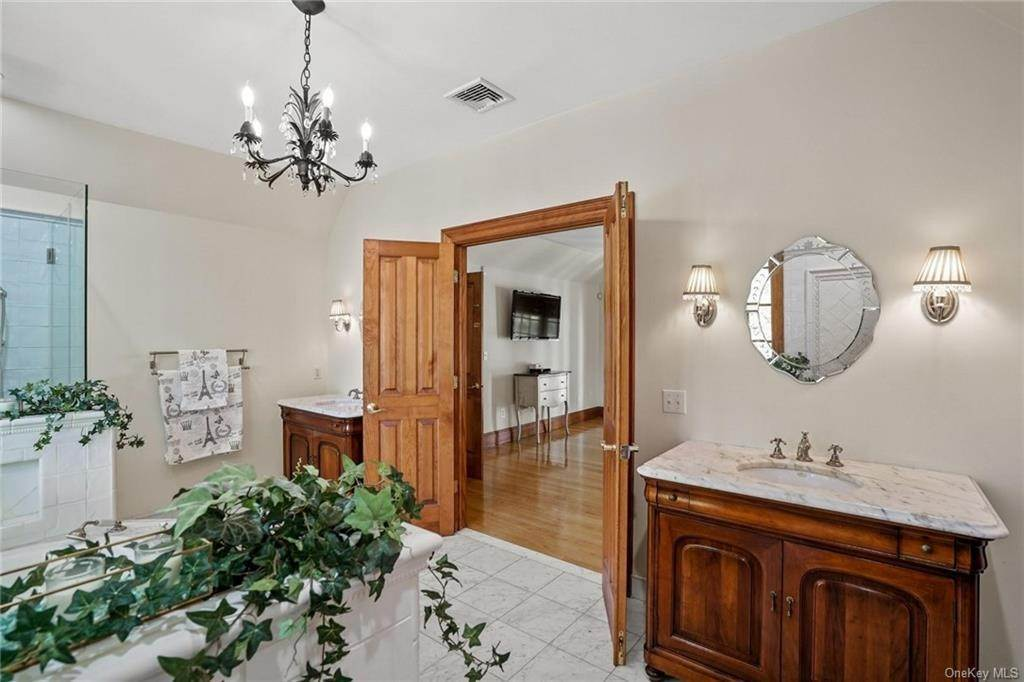 22. Single Family Home for Sale at 10 Greenwich Avenue Central Valley, New York, 10917 United States