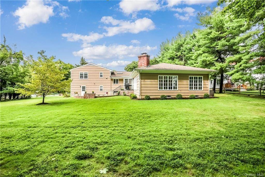 22. Single Family Home for Sale at 4 Loch Lane Rye Brook, New York, 10573 United States