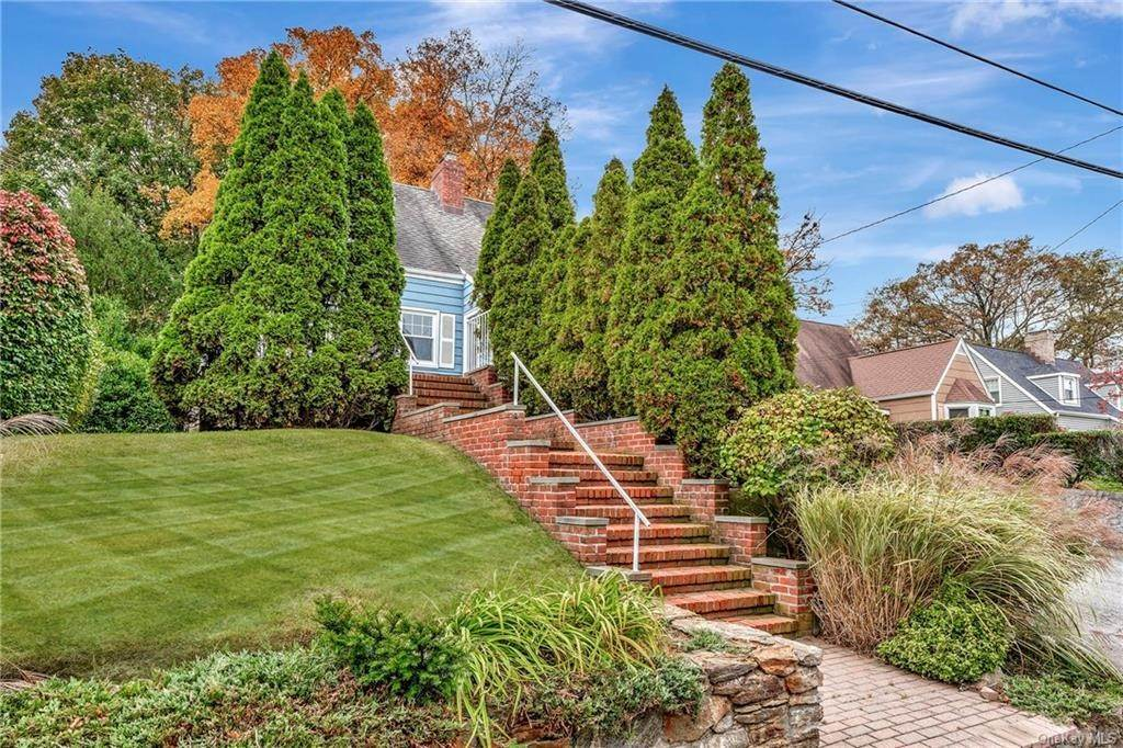 22. Single Family Home for Sale at 93 Joyce Road Eastchester, New York, 10709 United States