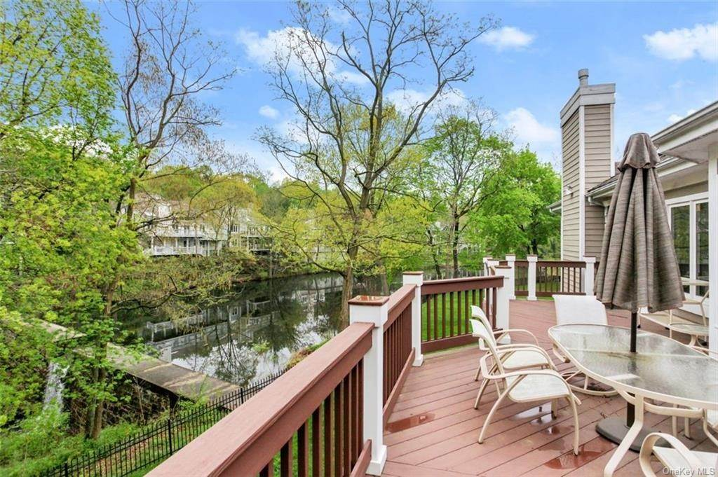 22. Single Family Home for Sale at 5 Stone Falls Court Rye Brook, New York, 10573 United States