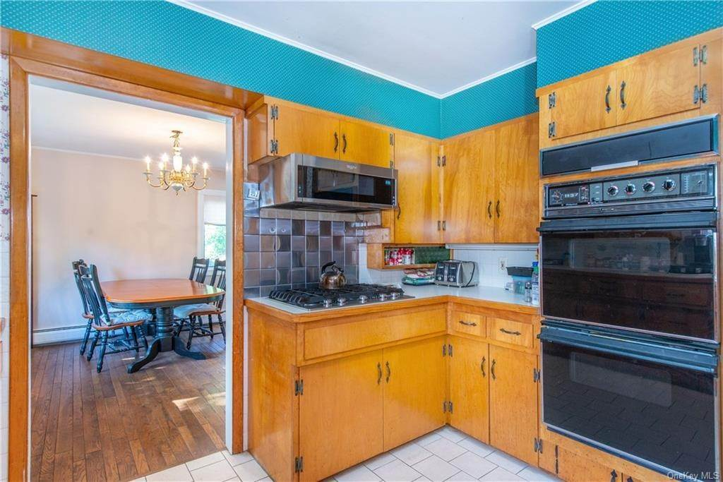 22. Single Family Home for Sale at 200 Jersey Avenue Greenwood Lake, New York, 10925 United States