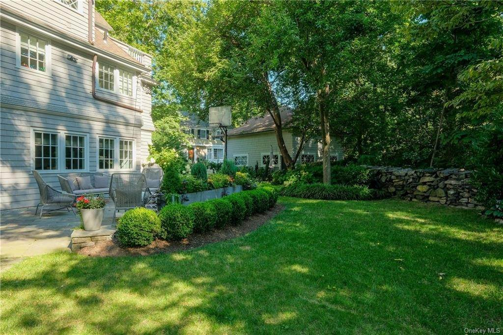 23. Single Family Home for Sale at 29 Valley Road Bronxville, New York, 10708 United States
