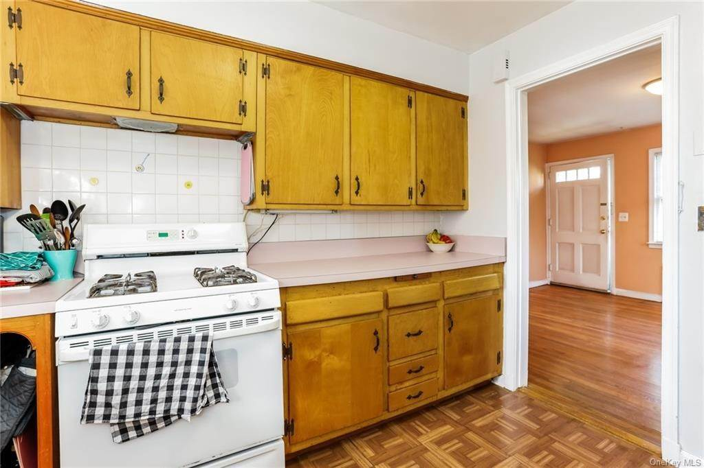 23. Single Family Home for Sale at 324 5th Avenue New Rochelle, New York, 10801 United States