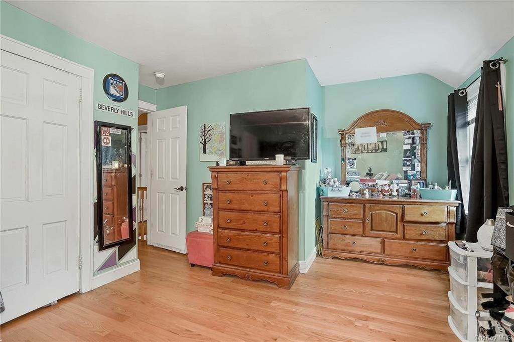 23. Single Family Home for Sale at 20 Deerfield Avenue Eastchester, New York, 10709 United States