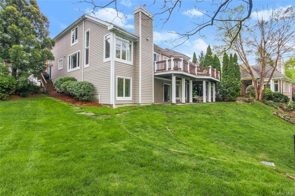 23. Single Family Home for Sale at 5 Stone Falls Court Rye Brook, New York, 10573 United States