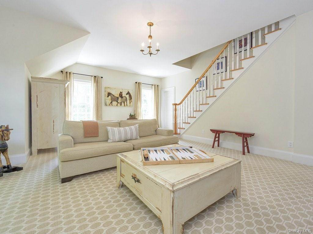 23. Single Family Home for Sale at 4 Thornbrook Lane Bedford, New York, 10506 United States