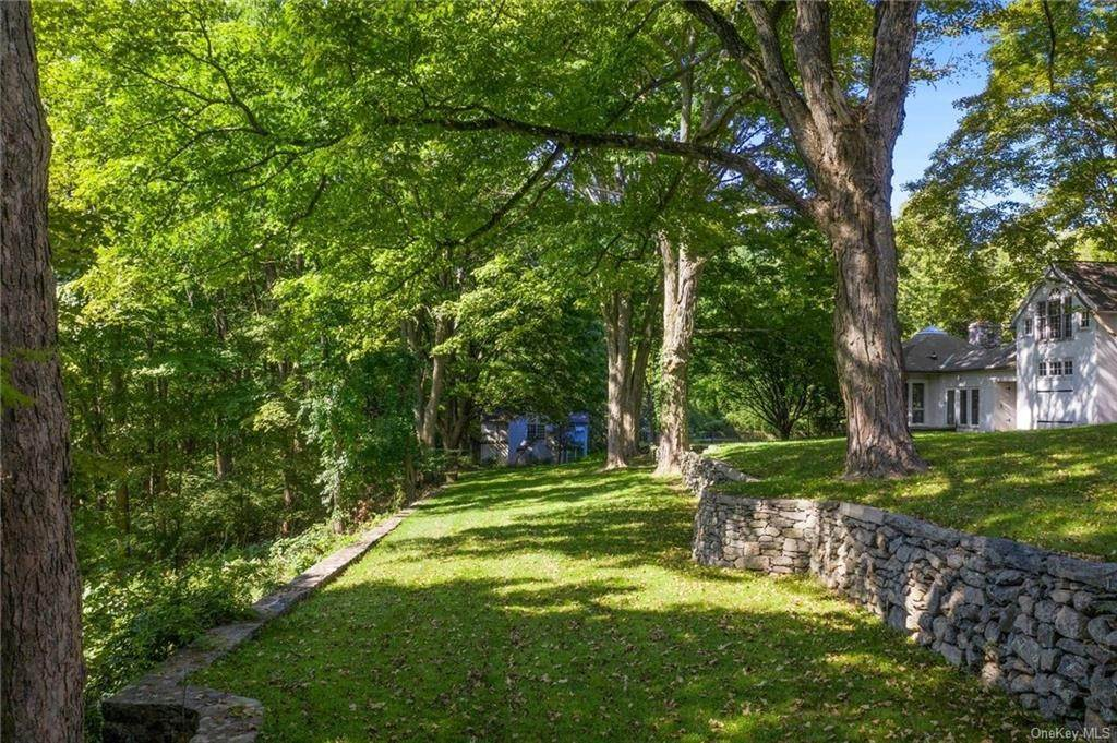 23. Single Family Home for Sale at 233 Long Ridge Road Bedford, New York, 10506 United States