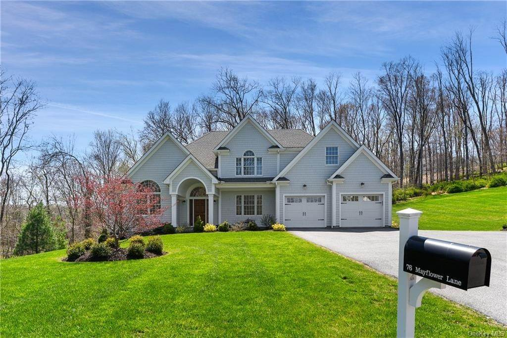 23. Single Family Home for Sale at 76 Mayflower Lane Katonah, New York, 10536 United States