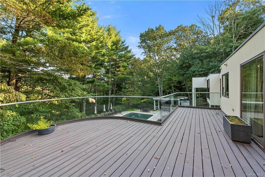24. Single Family Home for Sale at 10 Beech Hill Lane Pound Ridge, New York, 10576 United States