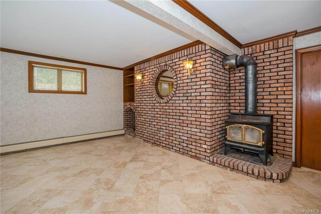 24. Single Family Home for Sale at 1A Century Road Palisades, New York, 10964 United States