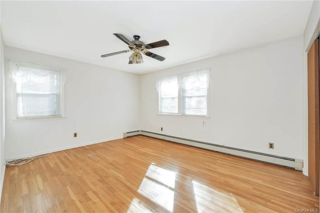 24. Single Family Home for Sale at 536 Commerce Street Hawthorne, New York, 10532 United States