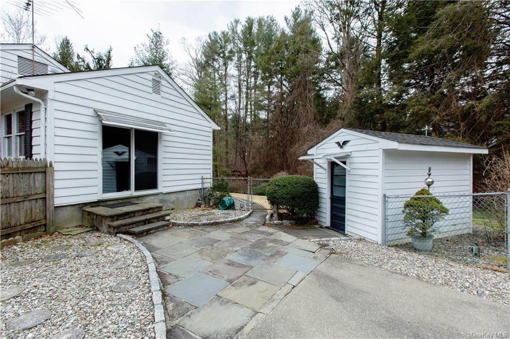 24. Single Family Home for Sale at 70 Goldens Bridge Road Katonah, New York, 10536 United States
