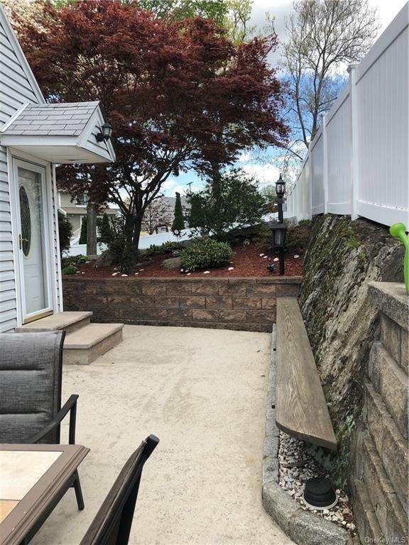 24. Single Family Home for Sale at 100 Roxbury Drive Yonkers, New York, 10710 United States