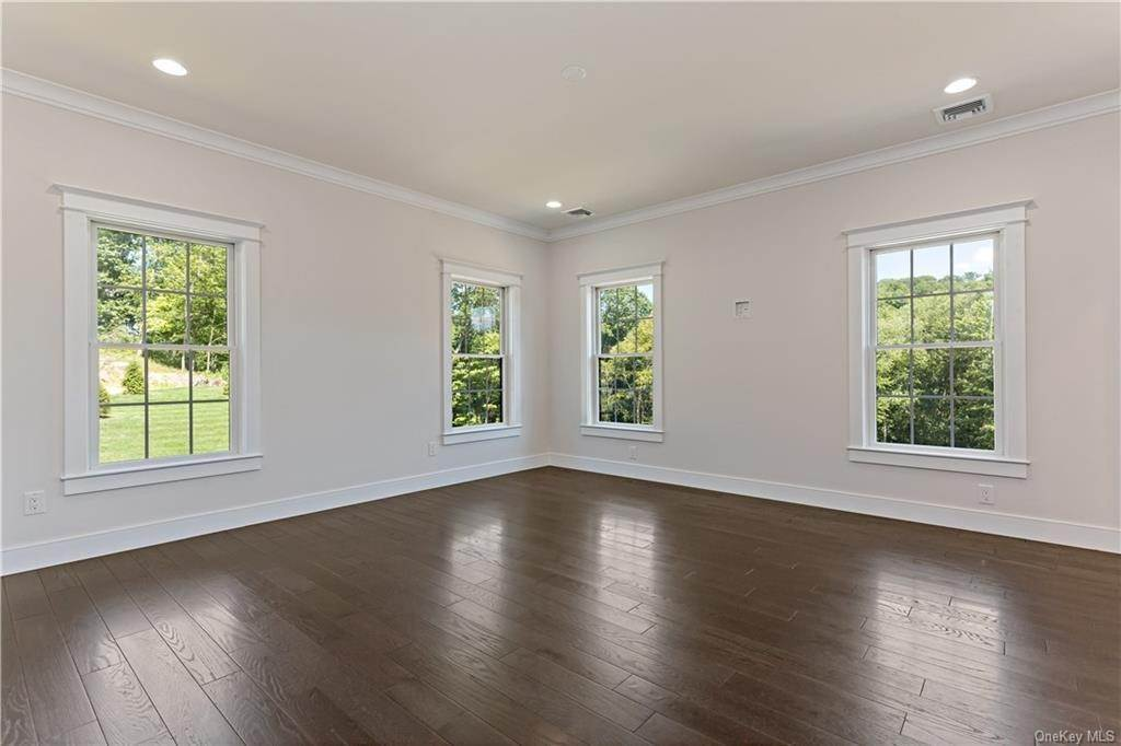 24. Single Family Home for Sale at 72 Fee Court Briarcliff Manor, New York, 10510 United States