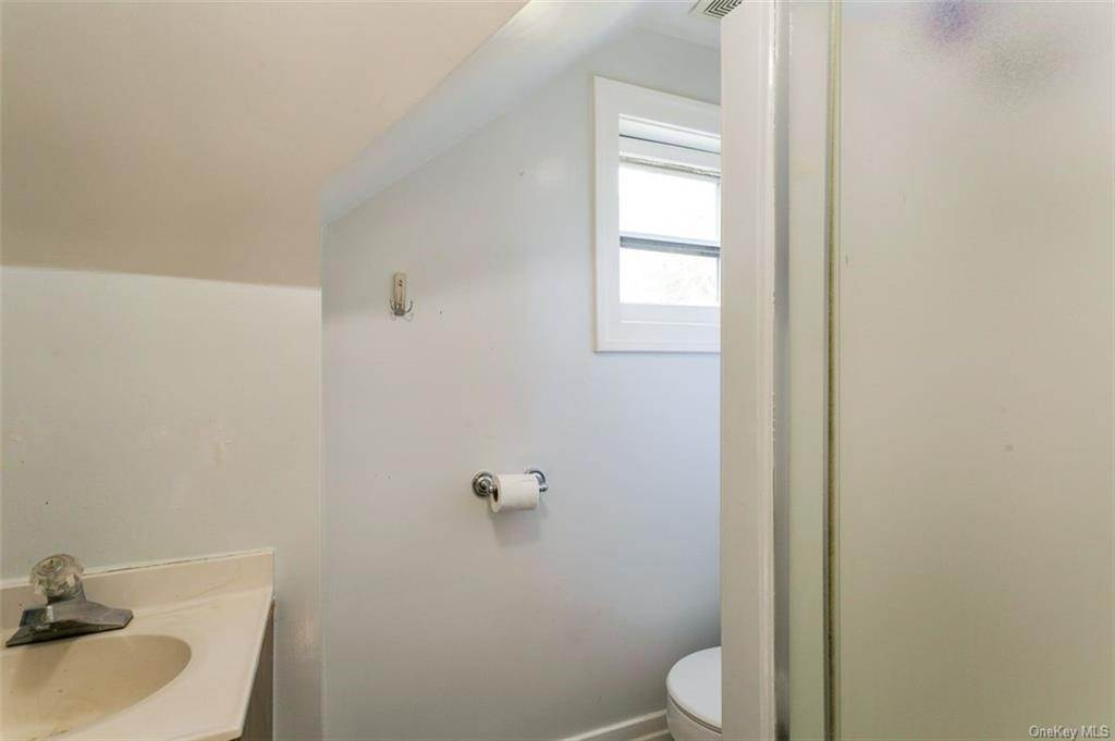 24. Single Family Home for Sale at 88 Pine Avenue Ossining, New York, 10562 United States