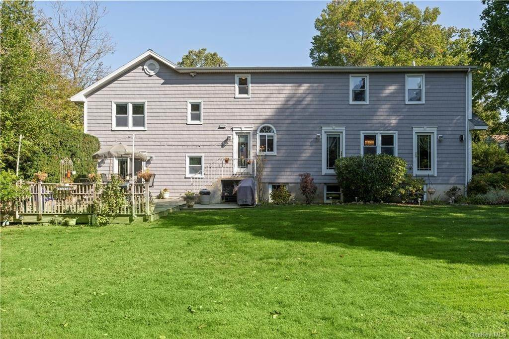 24. Single Family Home for Sale at 160 Woodlands Avenue White Plains, New York, 10607 United States