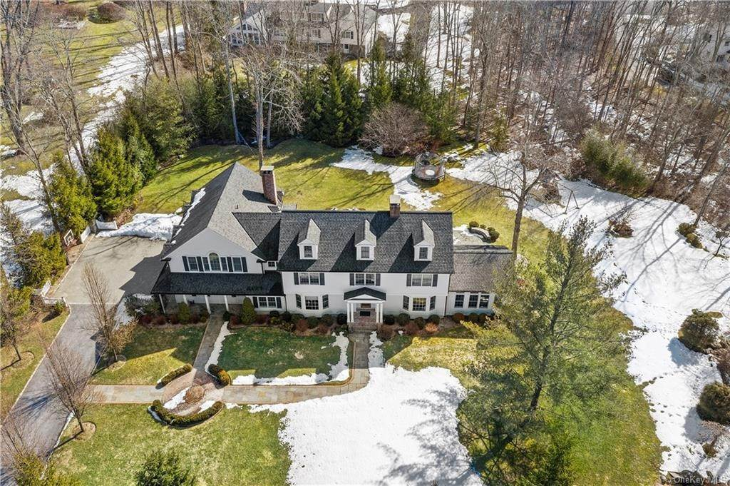 24. Single Family Home for Sale at 17 Colony Row Chappaqua, New York, 10514 United States