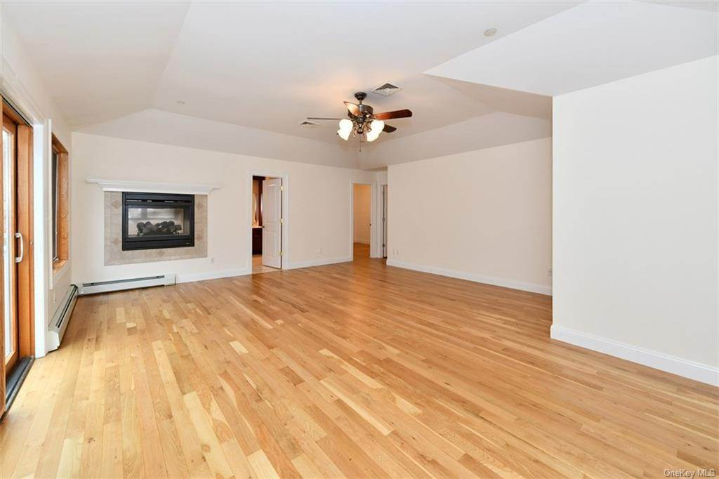 24. Single Family Home for Sale at 60 Central Highway New City, New York, 10956 United States