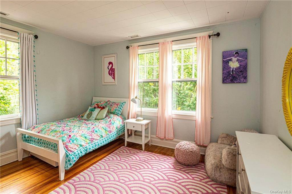 24. Single Family Home for Sale at 119 White Plains Road Bronxville, New York, 10708 United States