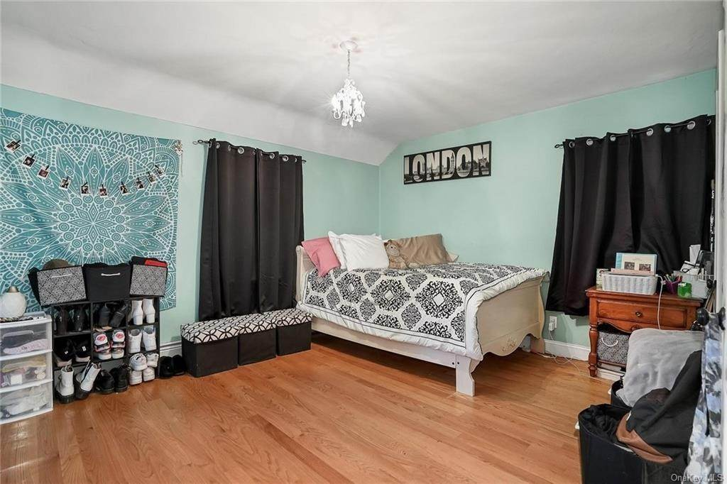 24. Single Family Home for Sale at 20 Deerfield Avenue Eastchester, New York, 10709 United States