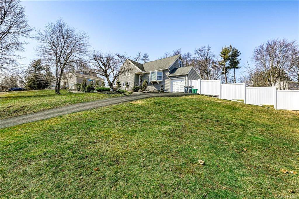 24. Single Family Home for Sale at 135 Ablondi Road Pearl River, New York, 10965 United States