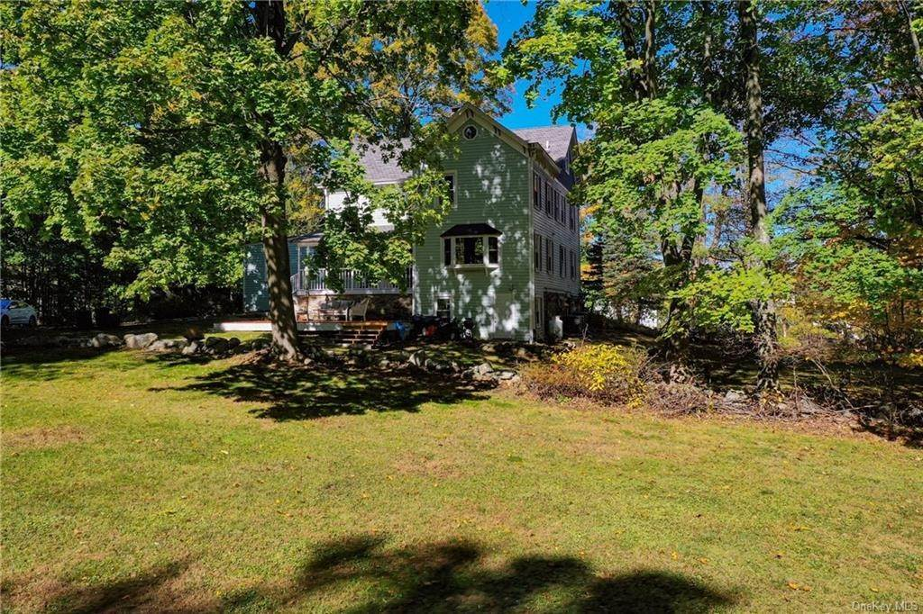 24. Single Family Home for Sale at 1683 Strawberry Road Mohegan Lake, New York, 10547 United States