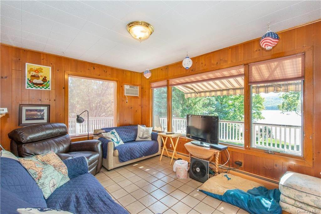 24. Single Family Home for Sale at 200 Jersey Avenue Greenwood Lake, New York, 10925 United States