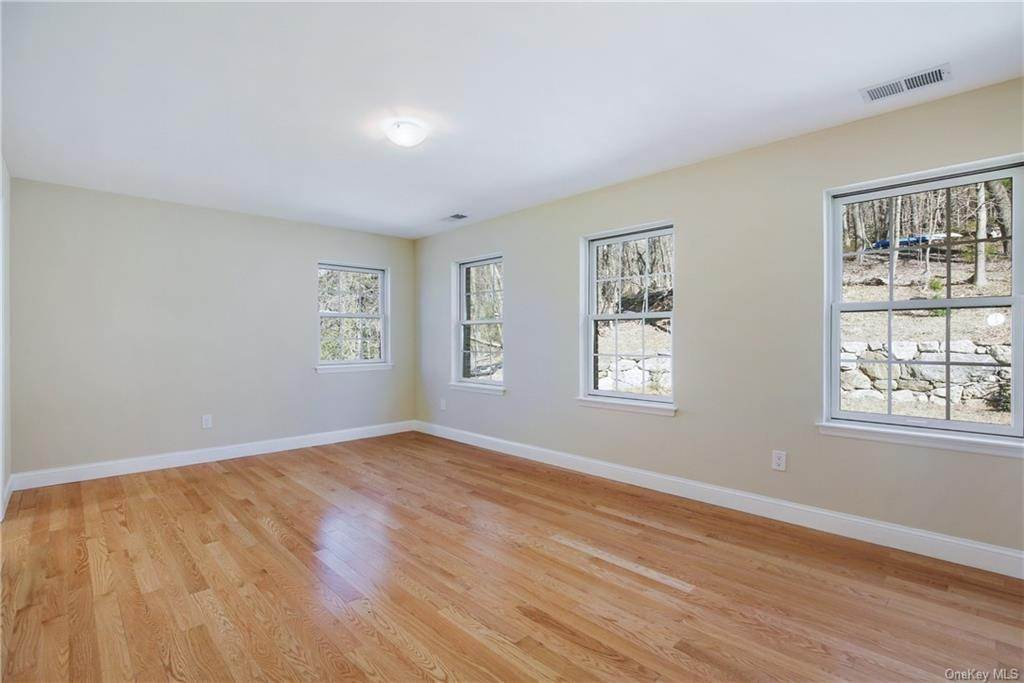 24. Single Family Home for Sale at 223 Sprain Road Scarsdale, New York, 10583 United States