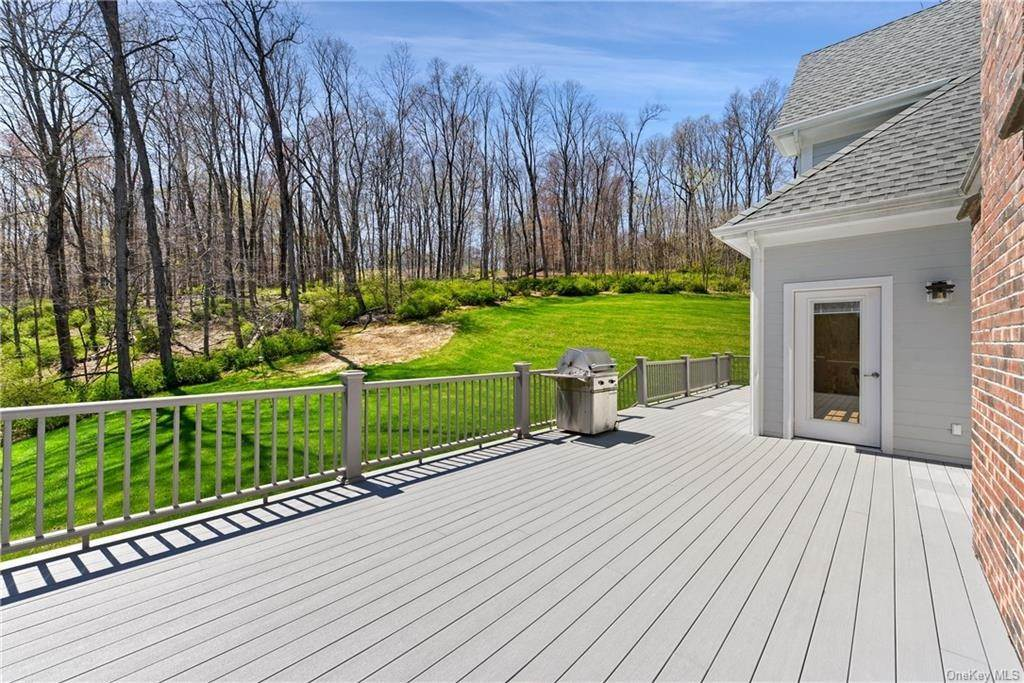 24. Single Family Home for Sale at 76 Mayflower Lane Katonah, New York, 10536 United States