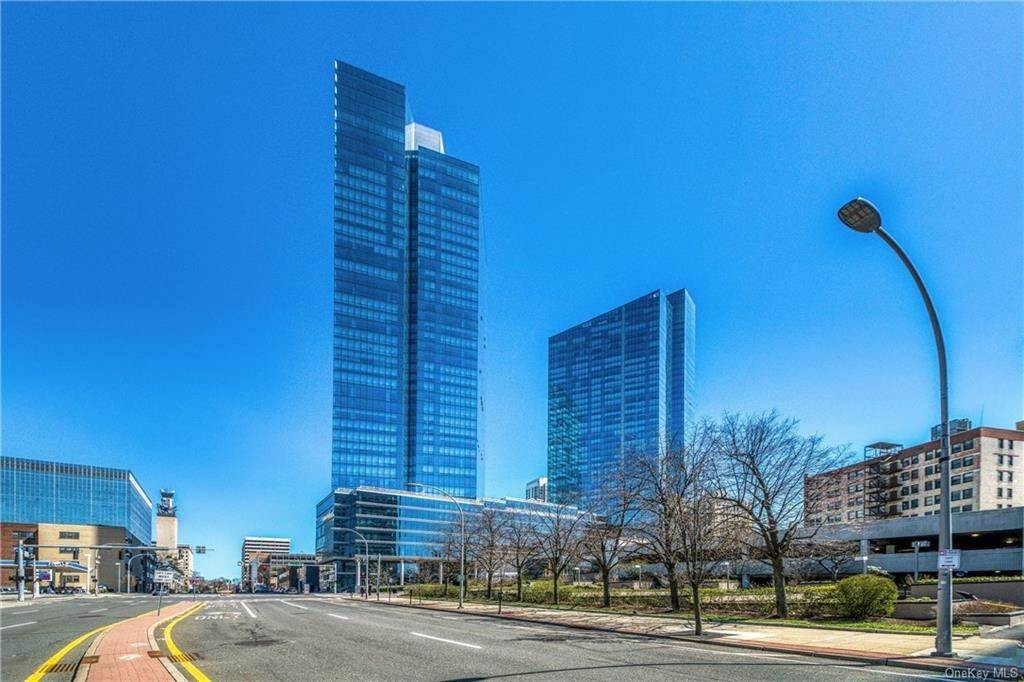 25. Rental Communities for Rent at 5 Renaissance Square White Plains, New York, 10601 United States