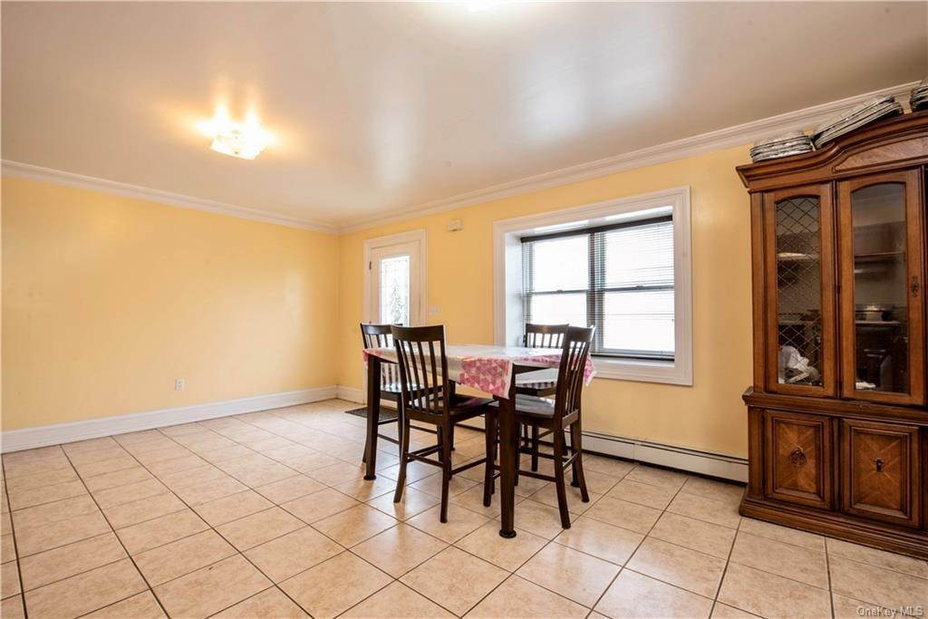 22. Single Family Home por un Venta en 580 Valley Avenue Yonkers, Nueva York, 10703 Estados Unidos