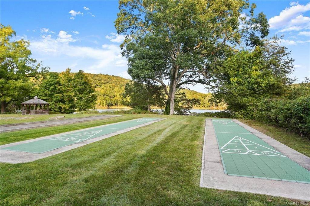 25. Single Family Home for Sale at 28 Deforest Drive Cortlandt Manor, New York, 10567 United States