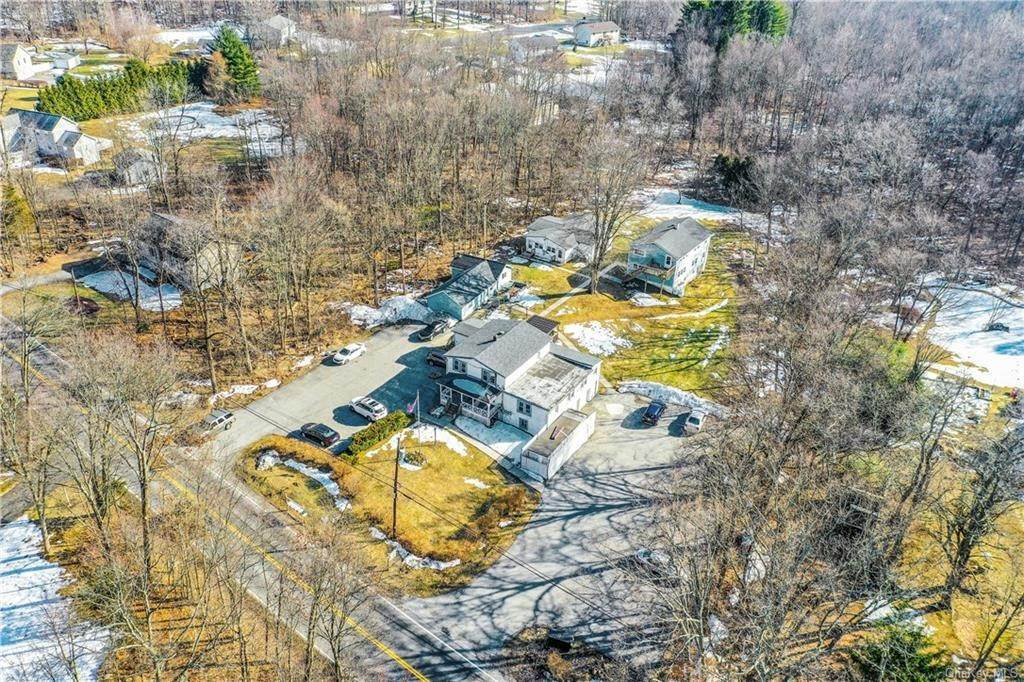 25. Single Family Home for Sale at 70 East Road Wallkill, New York, 12589 United States