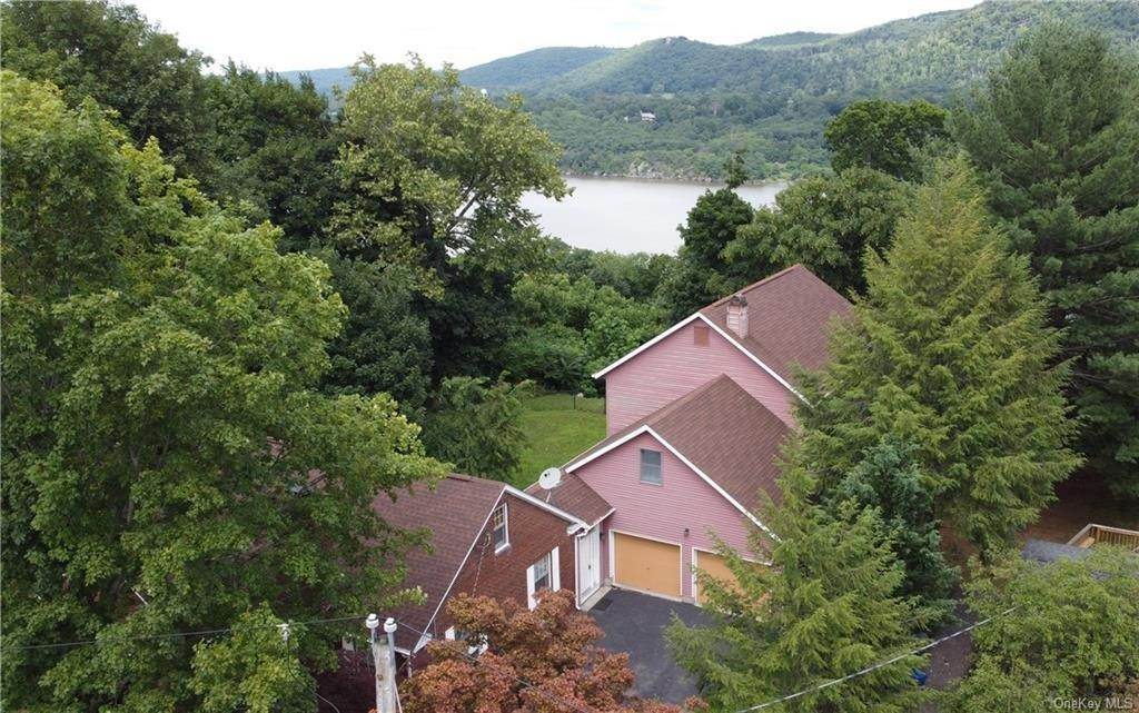25. Single Family Home for Sale at 62 Ondaora Parkway Highland Falls, New York, 10928 United States