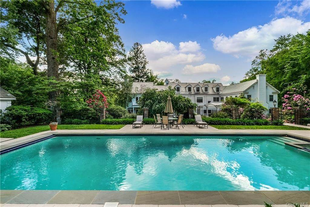 25. Rental Communities for Rent at 17A Heathcote Road Scarsdale, New York, 10583 United States
