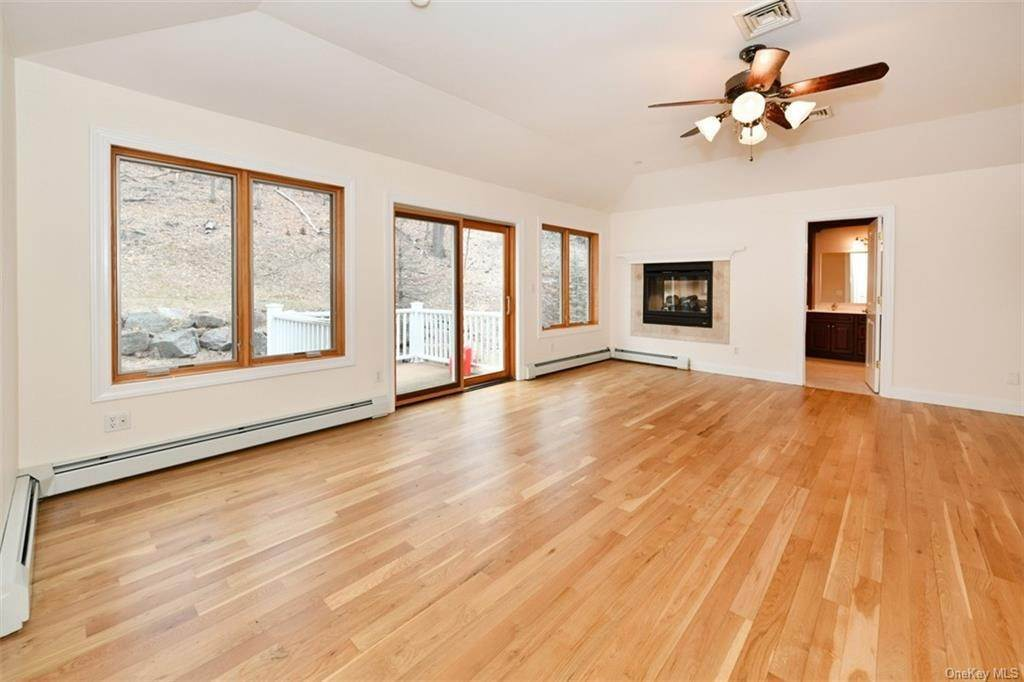 25. Single Family Home for Sale at 60 Central Highway New City, New York, 10956 United States