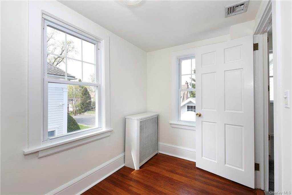 25. Single Family Home for Sale at 211 Oakland Beach Avenue Rye, New York, 10580 United States